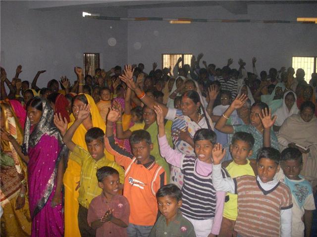 Crianças e Adultos já conheceram e confessaram a Jesus como Salvador.