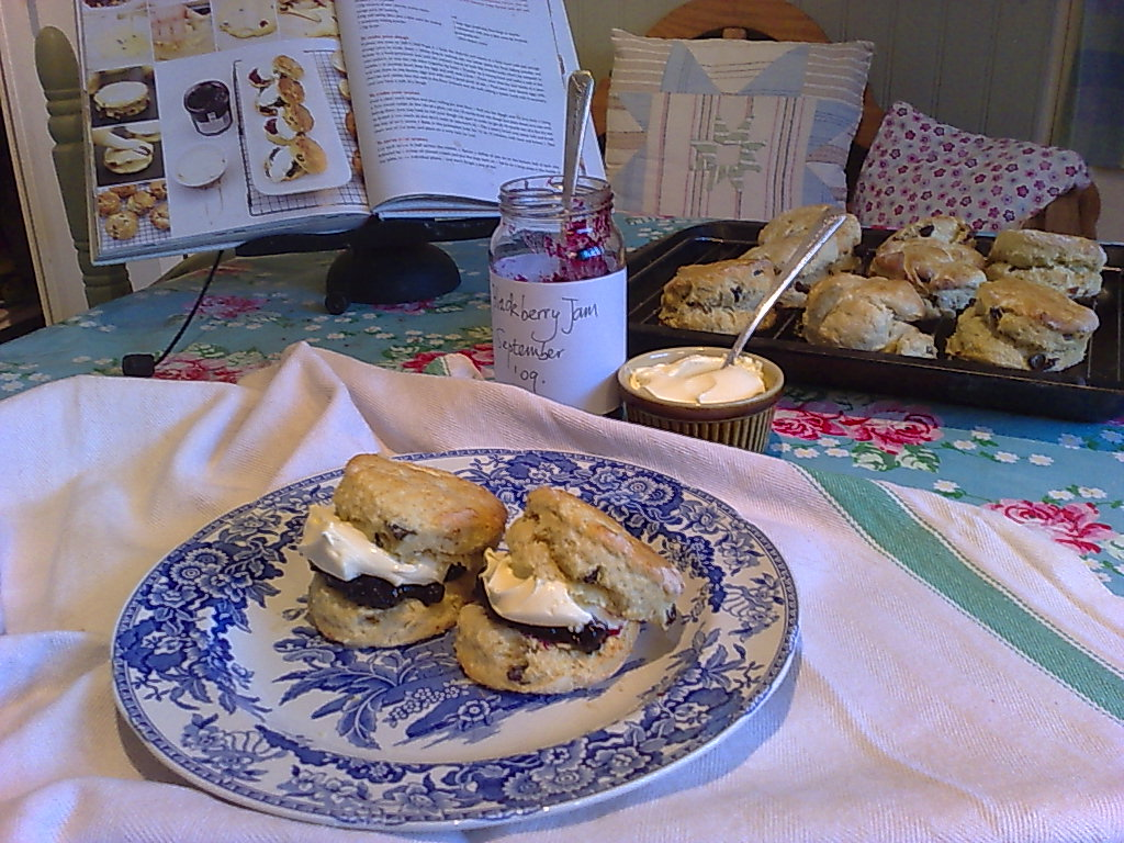 how to eat scones with clotted cream