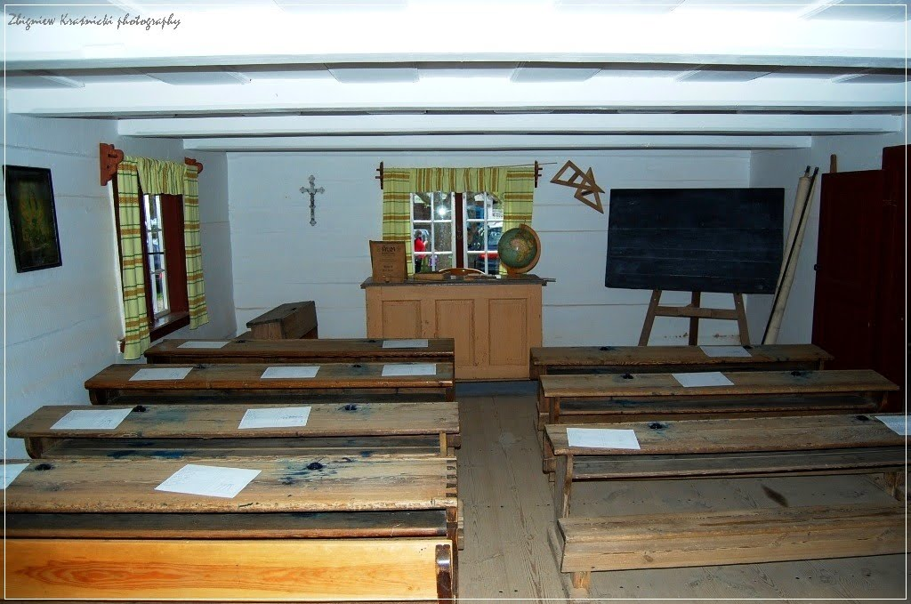Skansen w Olsztynku: sala lekcyjna z XIX wieku