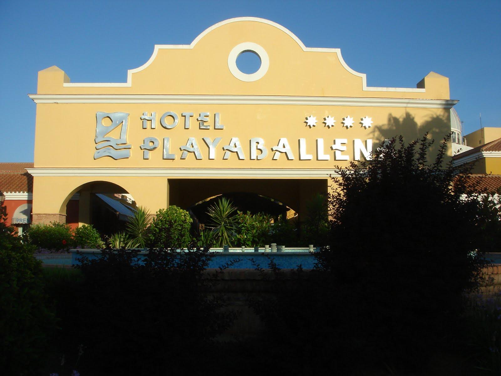 hotel ballena cadiz: