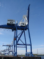 Container ship unloader
