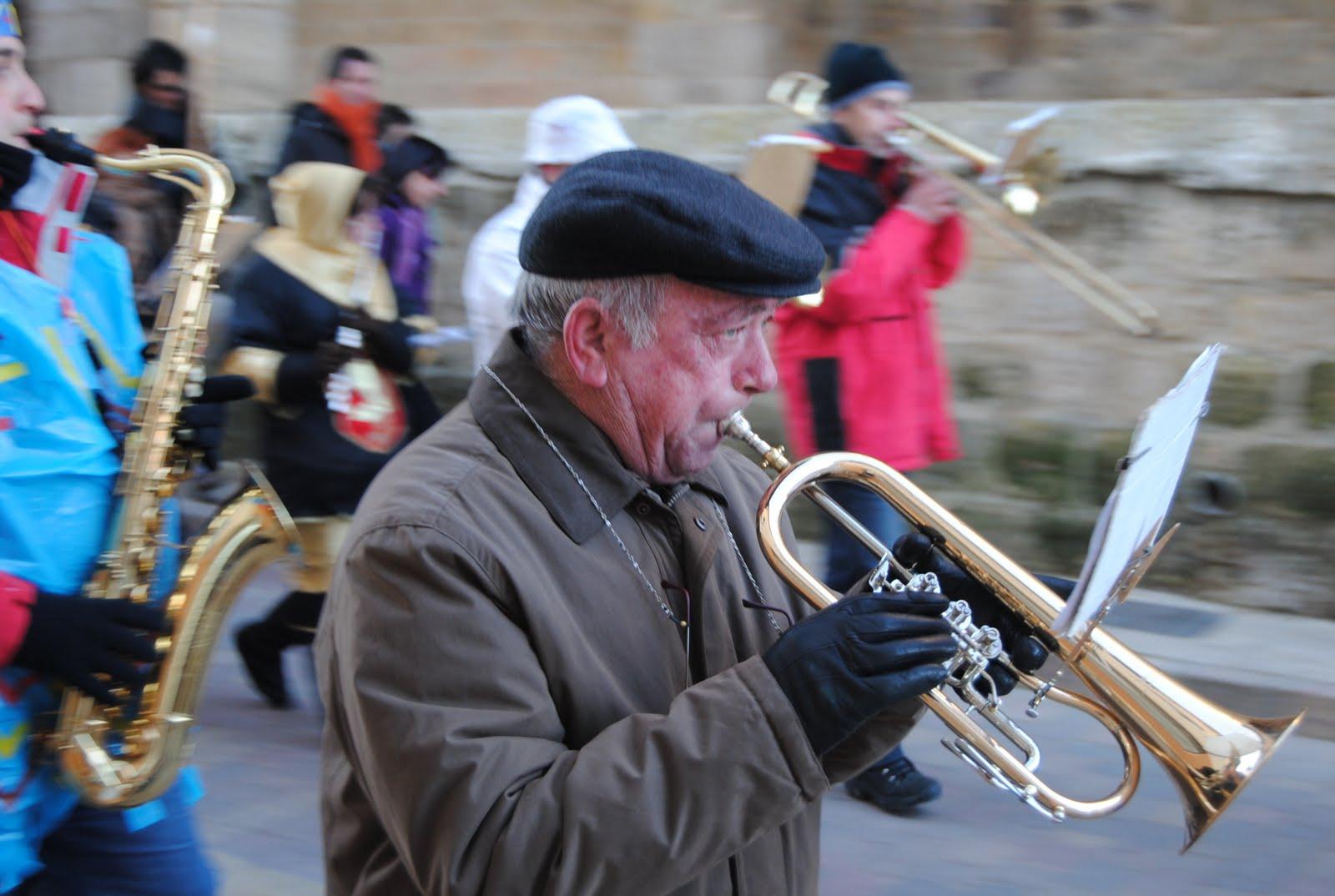 día bailarines chorreo de leche en Jaén