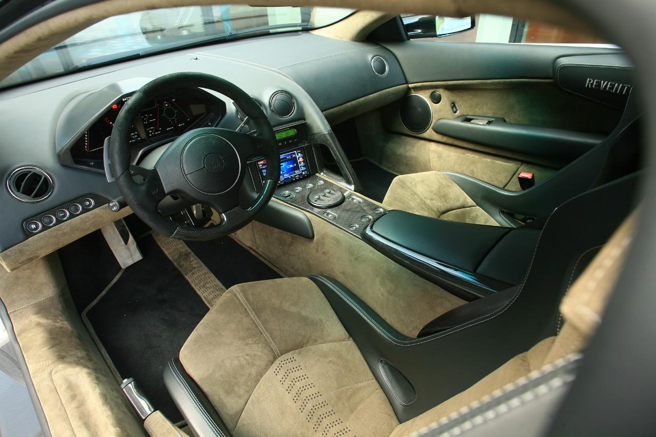 Debajo del coche , la carrocería es de piso liso rematado por dos -3.bp.blogspot.com