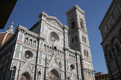 Finally, I am able to take a picture of the front of the Duomo in the full afternoon sun after my plan was foiled yesterday by the afternoon thunderstorm.