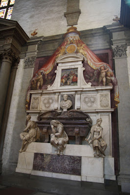Michelangelo is buried right here in the Basilica.  The tombs of Donatello and Galileo can be found here as well.