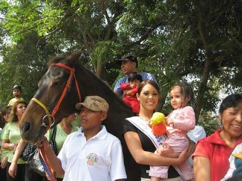 Miss Perú Universo 2009 apoya campaña de equinoterapia