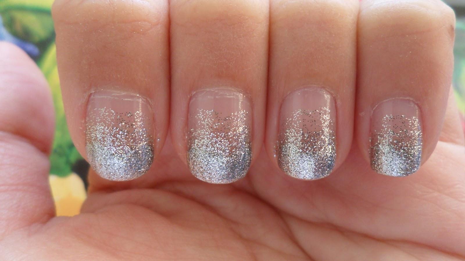 Glittery gradient nails