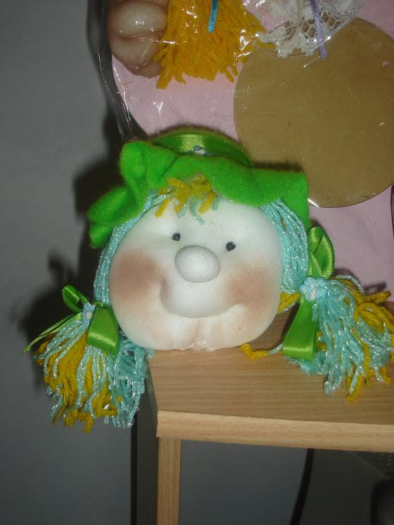 Cara muñeca soft con sombrero
