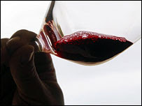 Substância no vinho tinto 'pode manter coração jovem'