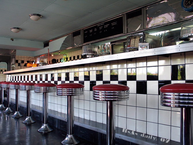 telling secrets the g od now diner