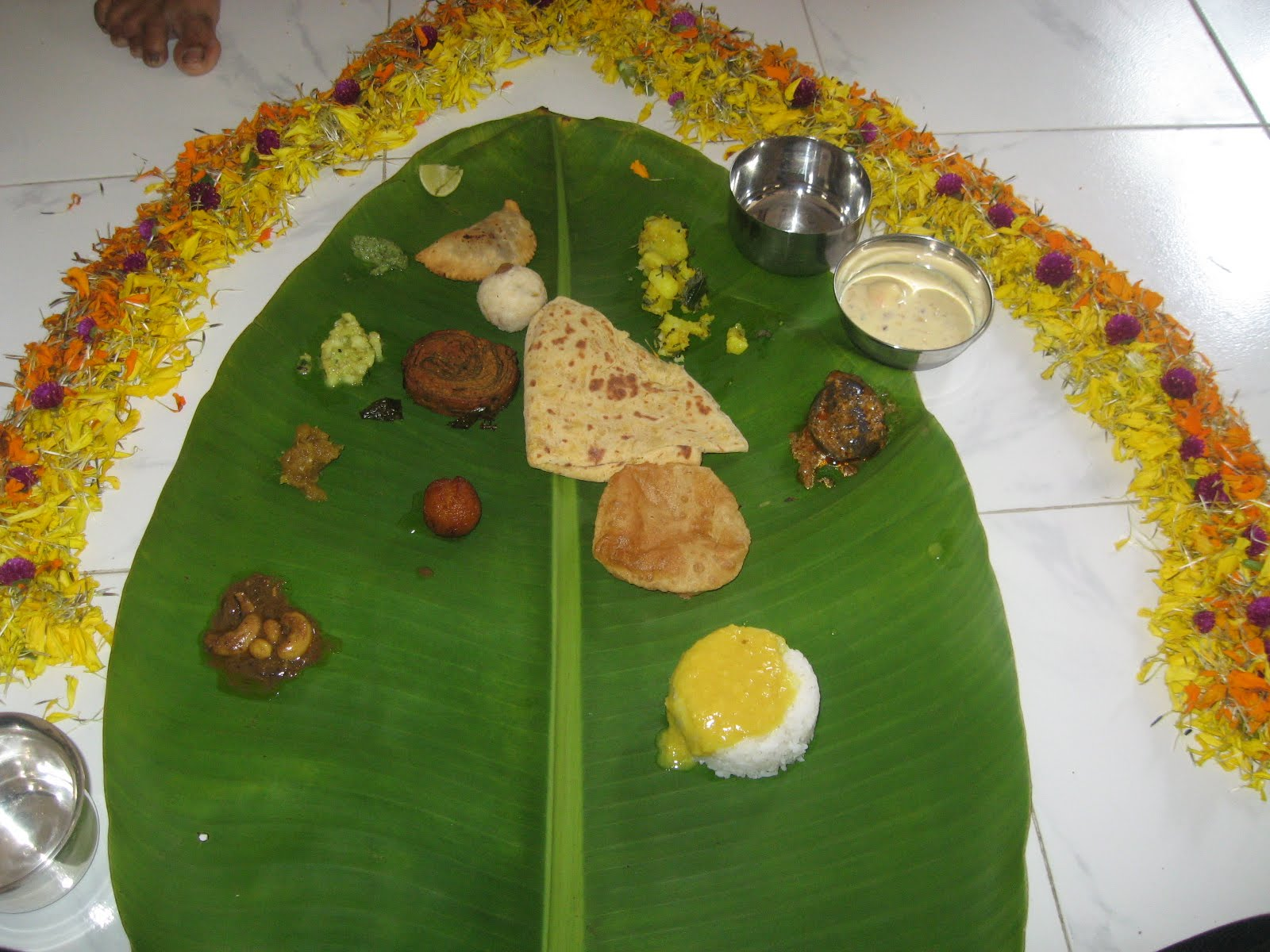 Traditional way to serve lunch/dinner during festival time or function like \ Puja\ Marriage.Banana leaf is use as plate to serve food during auspicious ... & Harshad prabhudesai \u0027s Blogs: Banana leaf is use as plate to serve food