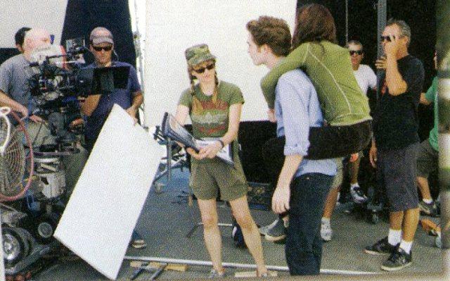 [Robert+Pattinson+on+Set.jpg]