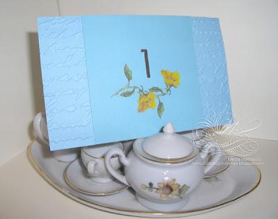 numar masa cu flori pictate