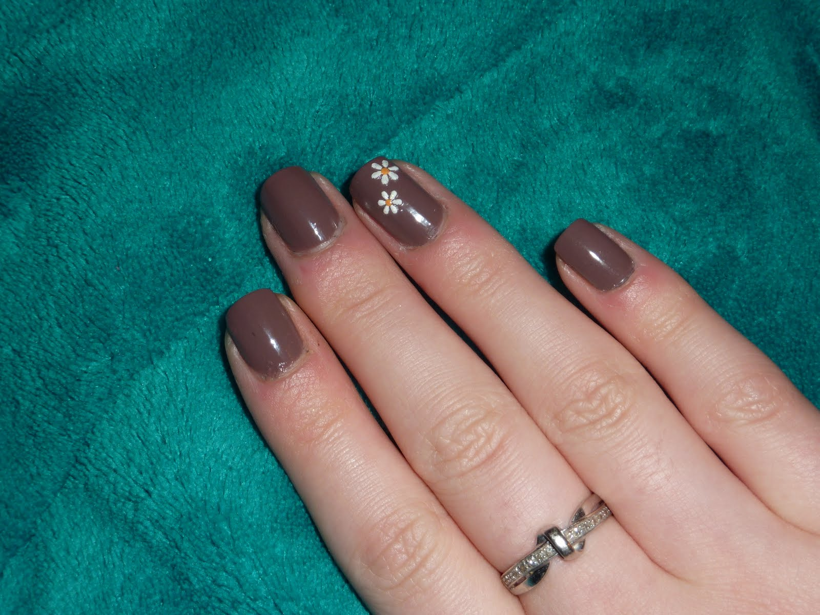 Sophie Jenner: Nails Inc Jermyn Street and Daisy Nail Art NOTD:
