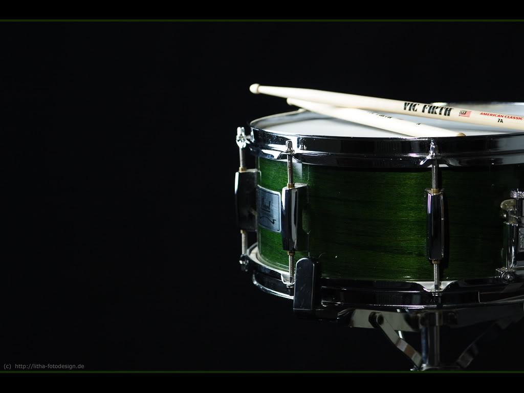 http://3.bp.blogspot.com/_1BHi_mH5Bsw/TEoJzrKwo0I/AAAAAAAAAAk/oMxN7bztmoM/s1600/drum-wallpaper.jpg