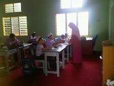 Guru SRIP Tahfiz Fuqaha sedang mengajar