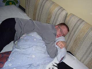 MMiika patjasta ja sohvatyynyistä kootulla ´sohvallamme´ :)