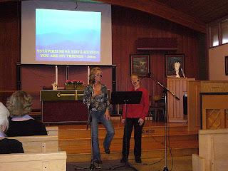 Carolyn ja Mari: I Want Jesus to Walk with Me