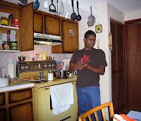 Rikospaikkatutkijaksi opiskeleva Jason oli tehnyt ihanaa pataa riisistä ja kasviksista.