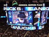 Canucksien haimaskotin nimi on Fin, ja sekös vierustoveristani oli hauskaa. :)