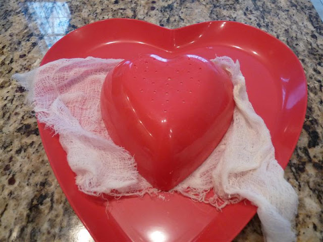 unmolding Coeur a la Creme ButterYum