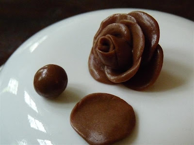 How to make a Tootsie Roll Rose by ButterYum