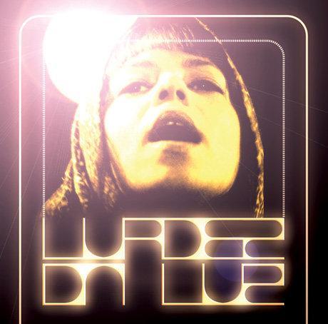 http://3.bp.blogspot.com/_1D4ni3XMqgg/S9W_IaQ2_CI/AAAAAAAAANg/gYILkn98mNc/s1600/capa-lurdez-da-luz.jpg