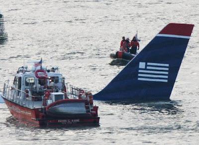 Fotos del avión que cayo en el río Hudson