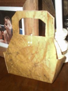Reciclado de papel I: carteritas de papel.