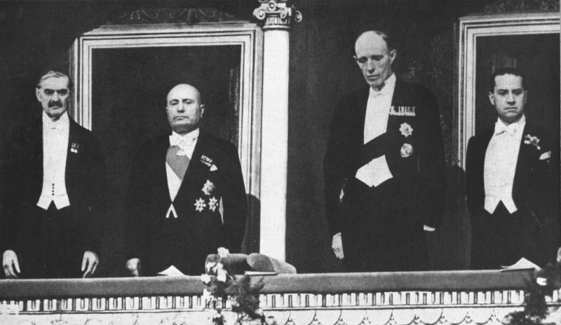 بينيتو موسوليني orange-Chamberlain Mussolini.png