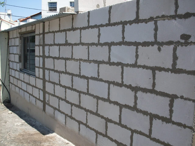 Sistema retak taringa for Construir muro de bloques