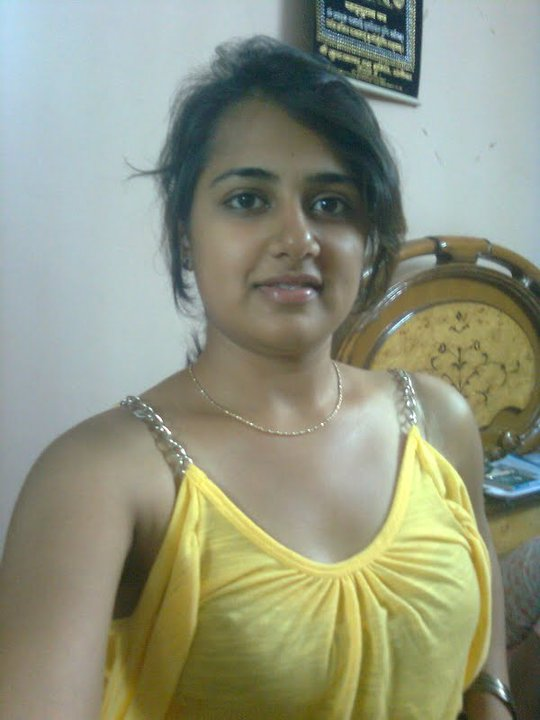 Indian Top less nude pic
