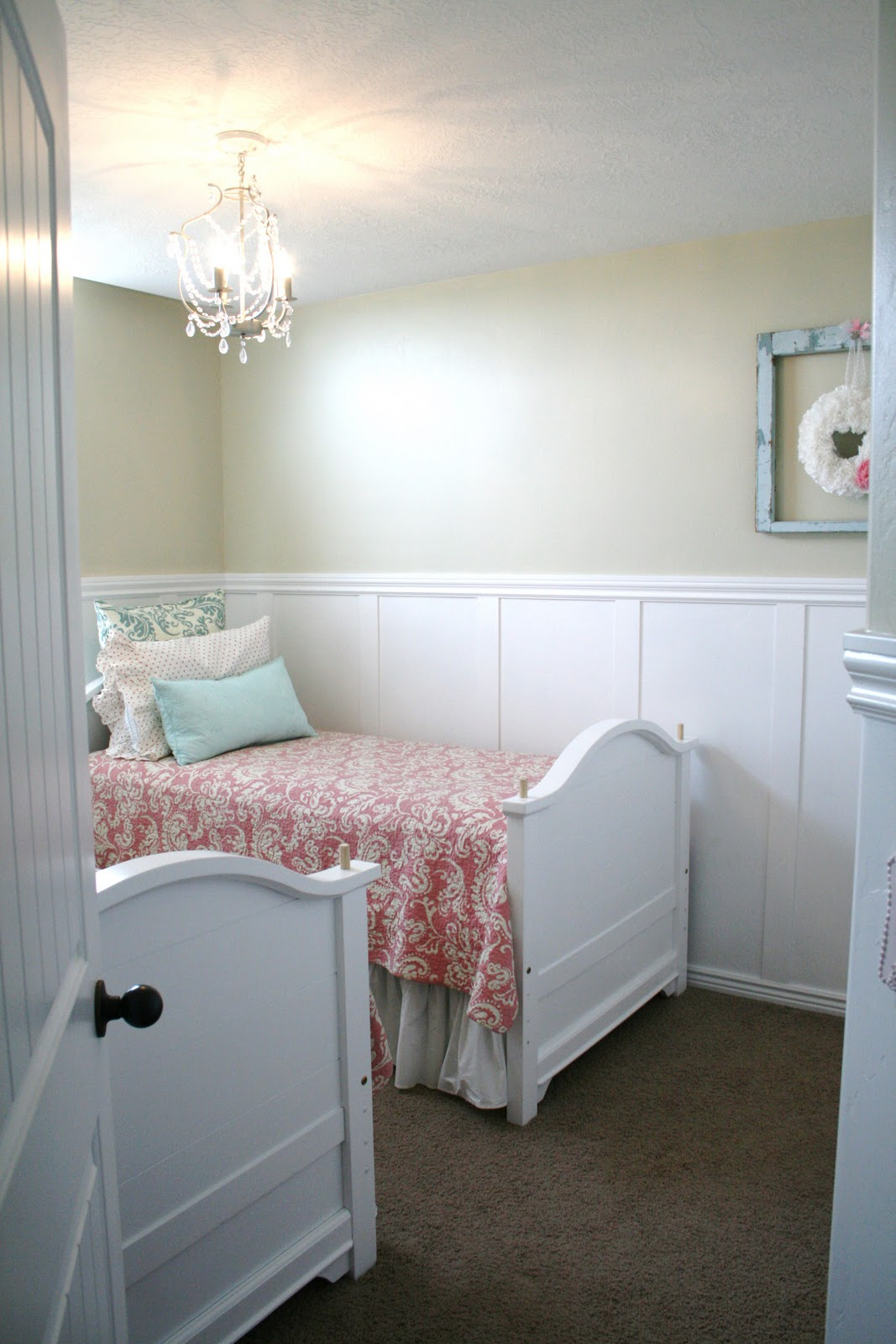 Twin room re arranging 2 for 1 bedskirt for Small room with two beds