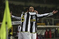 Marchisio y Zanetti celebran el gol