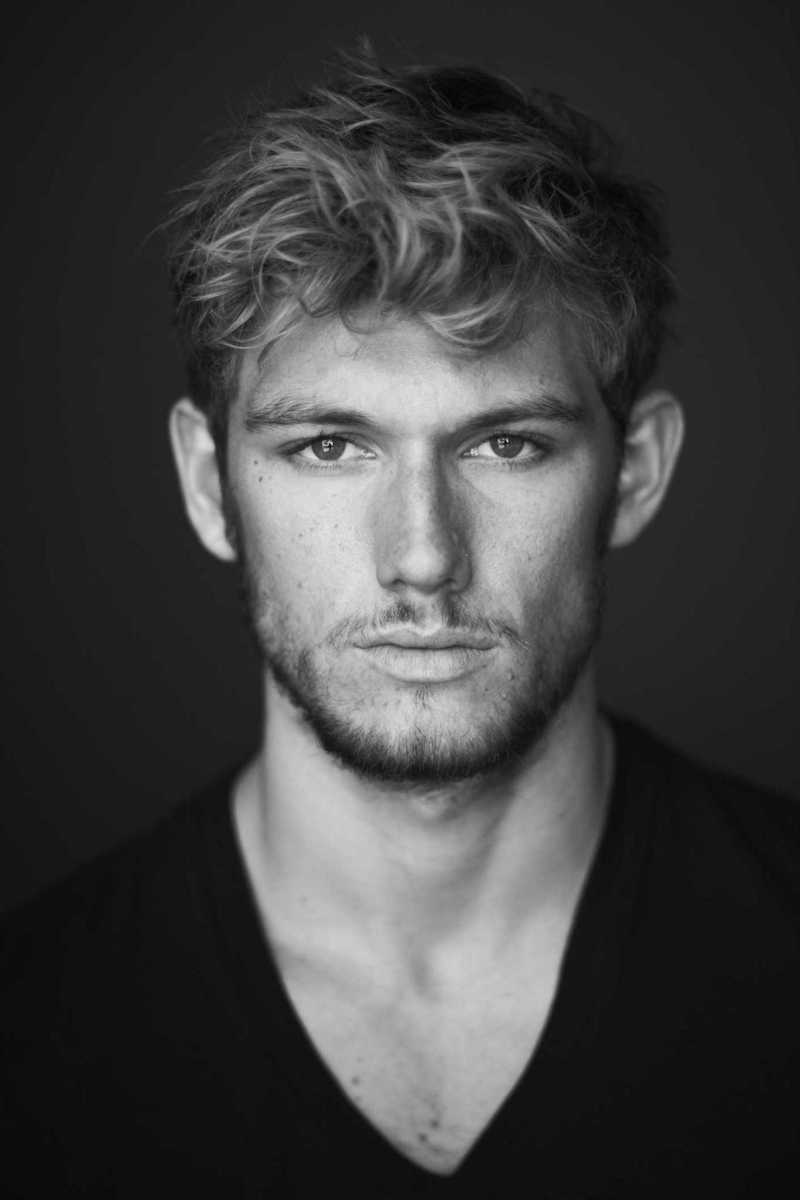 th_alex_pettyfer_newlook.jpg