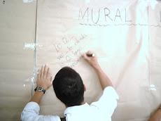 Estudiante abre con su frase el muro donde los demás dejaron sus inquietudes y aportes literarias.