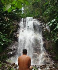 Meditación y naturismo en cascadas.