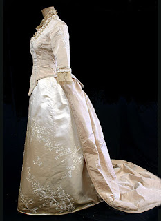 Fashion of the 19th century the wedding dress for Victorian era wedding dresses