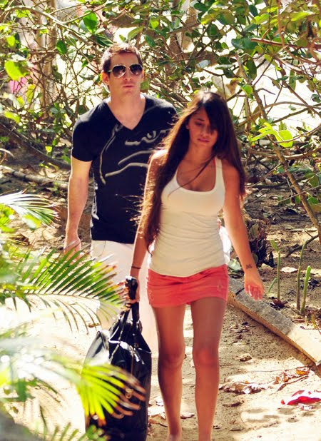 messi girlfriend antonella roccuzzo. Lionel Messi With Lovely