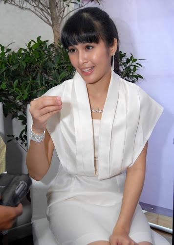 Gambar Sandra Dewi Artis Cantik Indonesia Celebrity Style Picture