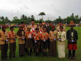 Menerima Tropy JAMCAB ASAHAN 2010