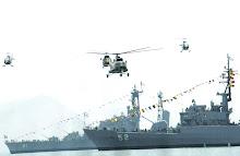 Helicopteros sobrevolando navios dell Peru