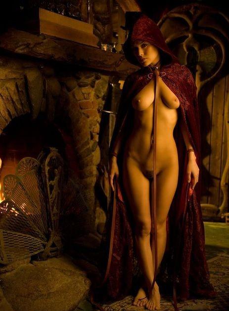 Sorceress slave girl: nudeart.soup.io/since/86908286?mode=friends