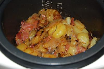 Patata encebollada con jamón