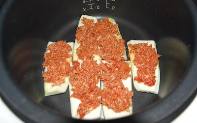 Segunda capa de pasta de atún y tomate