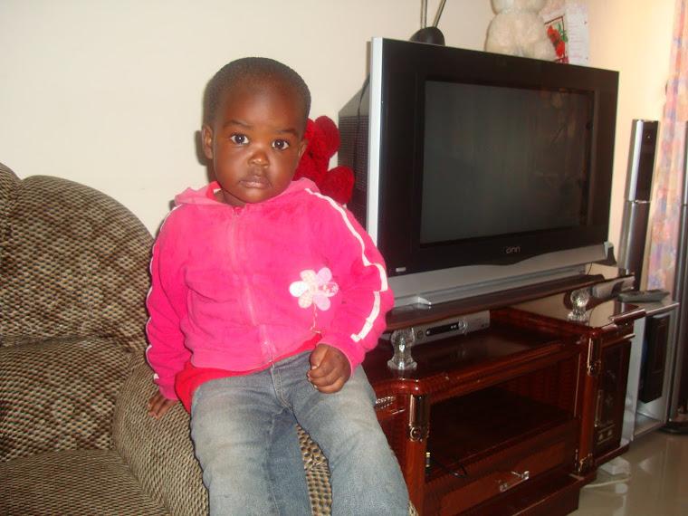 hata watoto wanajua pozi! check huyu bishost, Miss Shyrose Kaburu akiwa Arusha moja kati ya pozi.