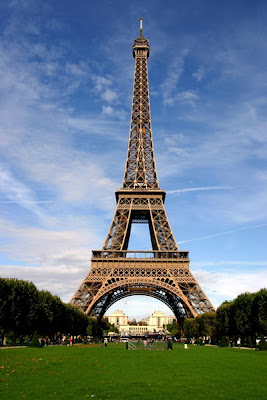 Animated Picture Eiffel Tower on The Eiffel Tower Is An Iron Tower Built On The Champ De Mars Beside