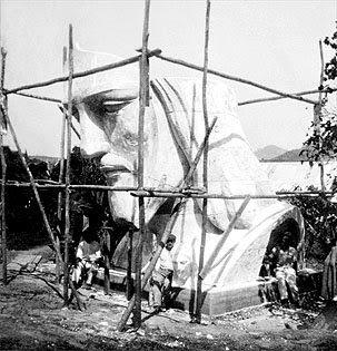 รูปขณะก่อสร้างรูปปั้นพระเยซูคริสต์ 1 ใน 7 สิ่งมหัสจรรย์ของโลก