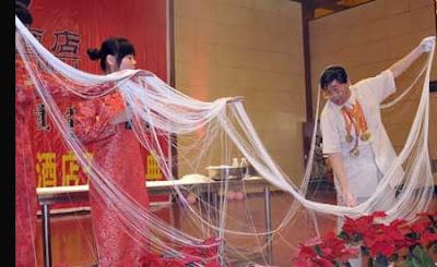 เส้นก๋วยเตี๋ยว ยาวที่สุดในโลก ( Longest Noodle )