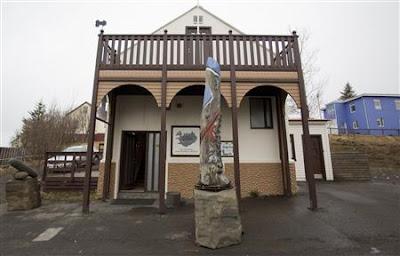 ด้านหน้า พิพิธภัณฑ์ อวัยวะเพศชาย  Icelandic Phallological Museum